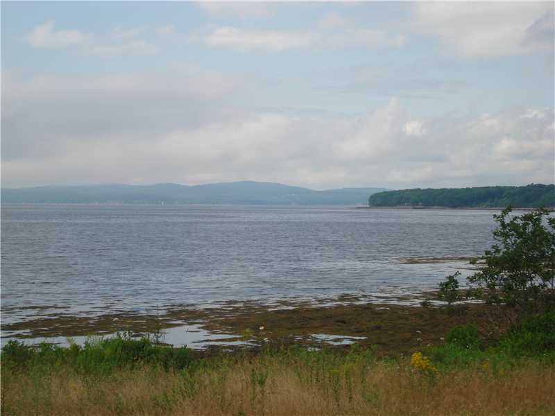 3 acre oceanfront lot with 150' of frontage on Penobscot Bay