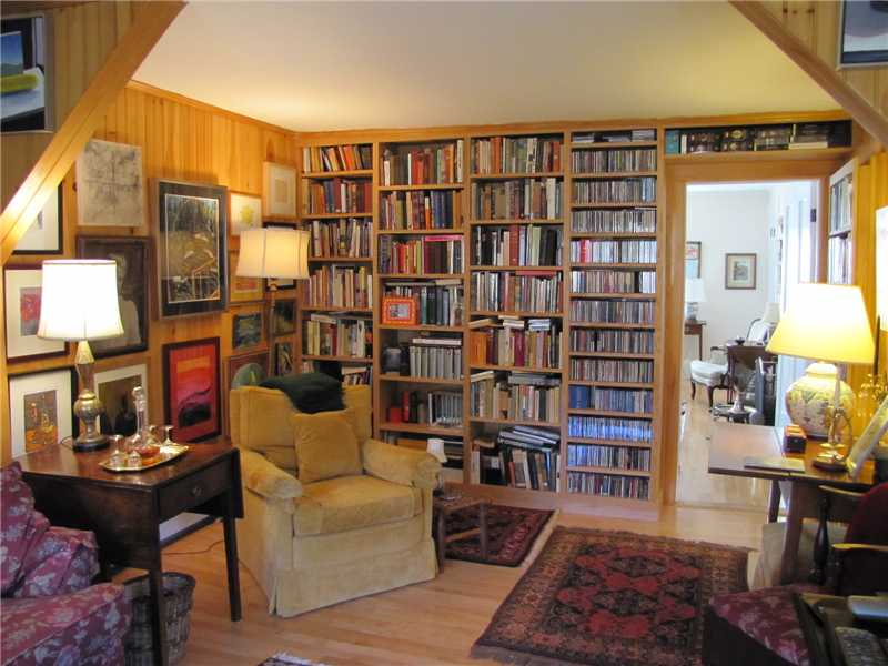 Gardens, fireplace, library, studio, guest quarters