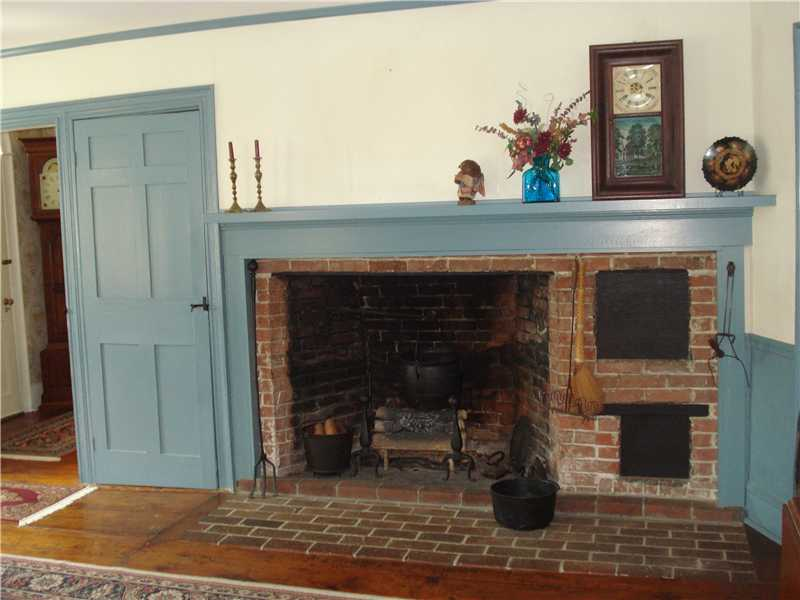 Wide pine floors - original features intact