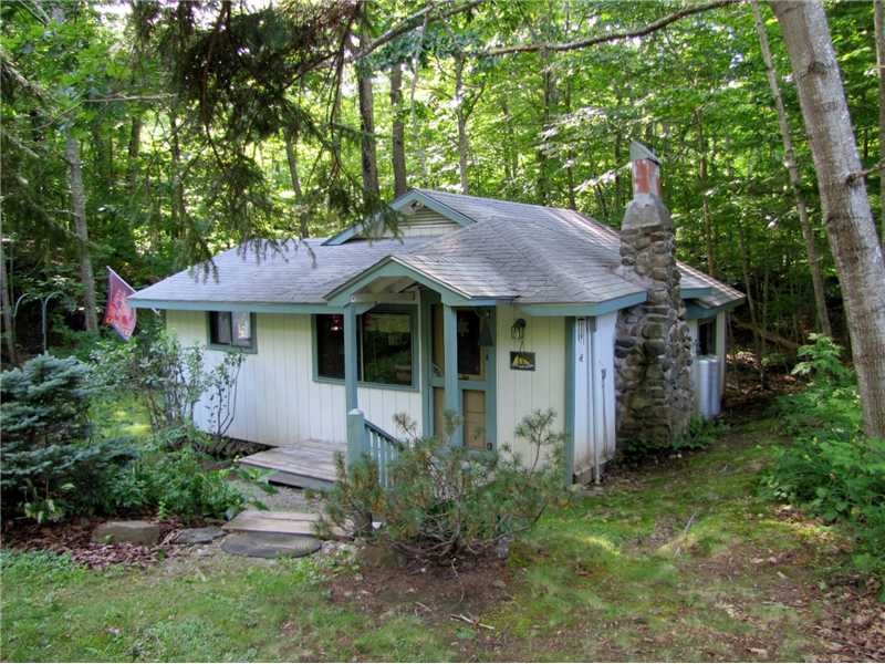 4.5 acre 3-season retreat - walk to Penobscot Bay