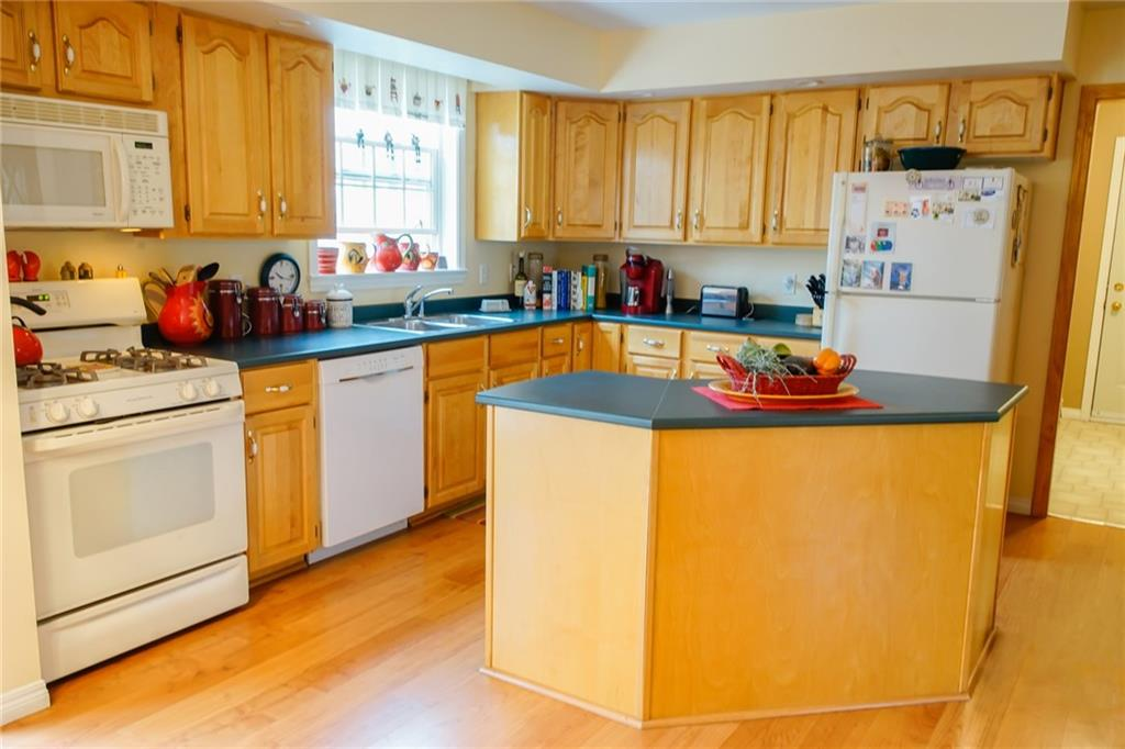Nicely landscaped home close to golf course and Bayside village wharf for sale - Northport, Maine
