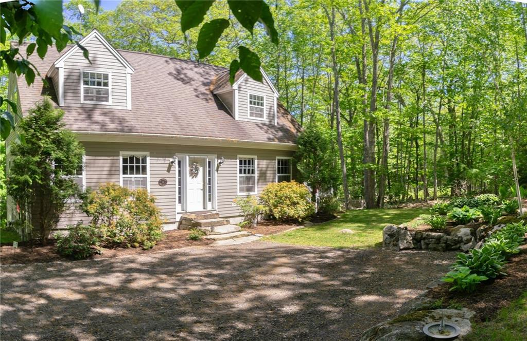 3-Bedrooms 3-Baths Cape Style Home Northport, Maine
