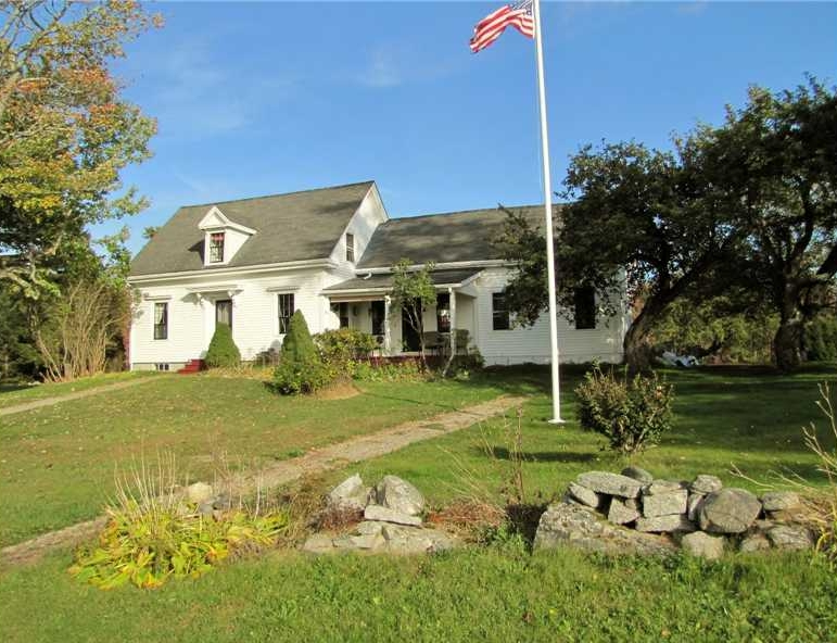 Saltwater Farmhouse for sale on the coast of Maine