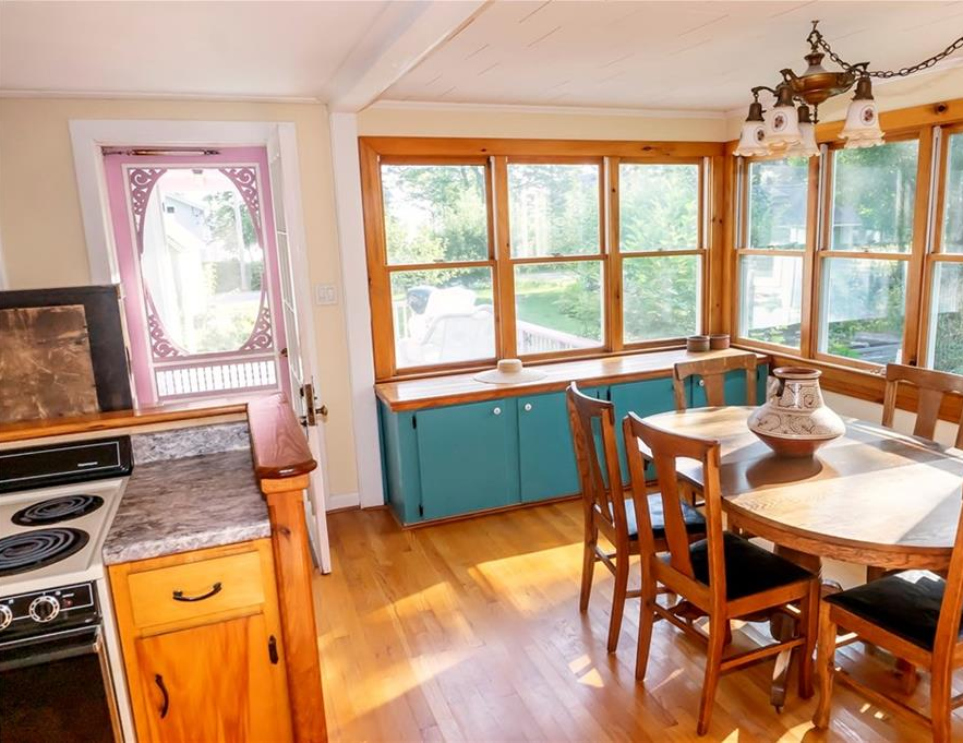 3-Season Victorian cottage combines all the charm of a bygone era with the comforts of modern amenities - Northport Maine