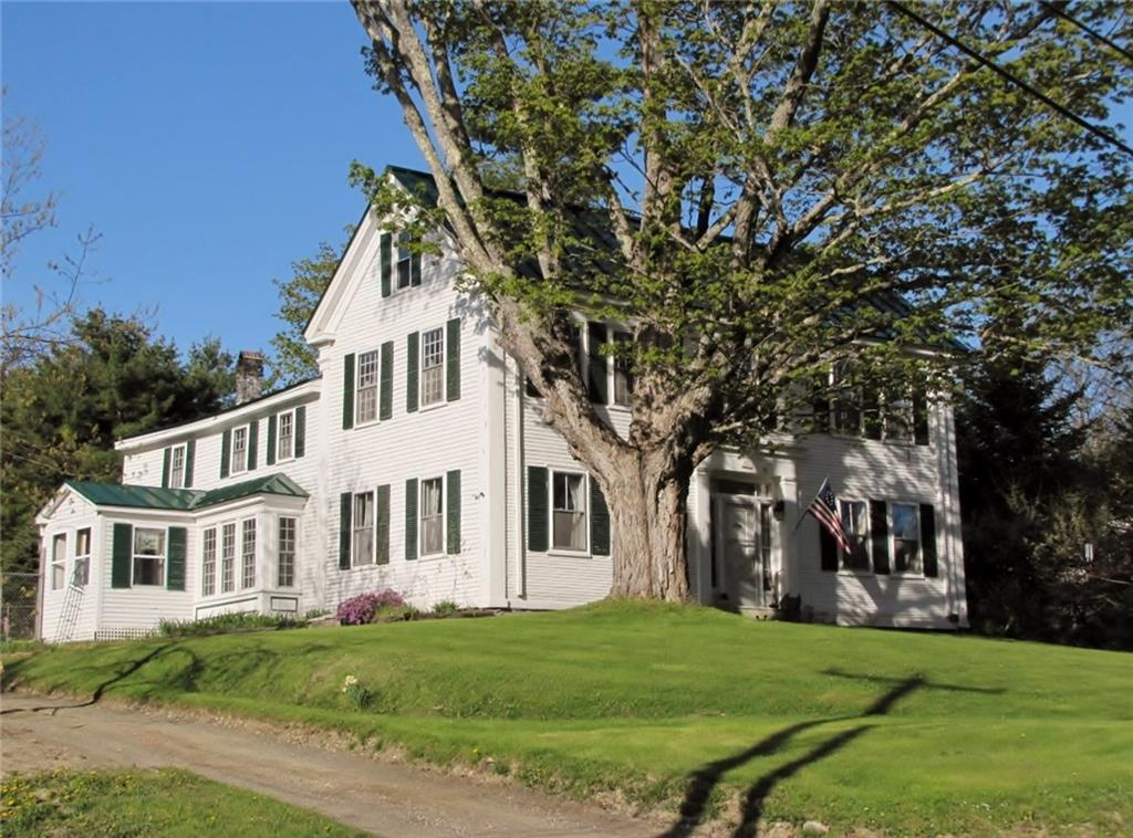 Colonial built in 1800 by sea captain Jeremiah Knowlton in Northport Maine