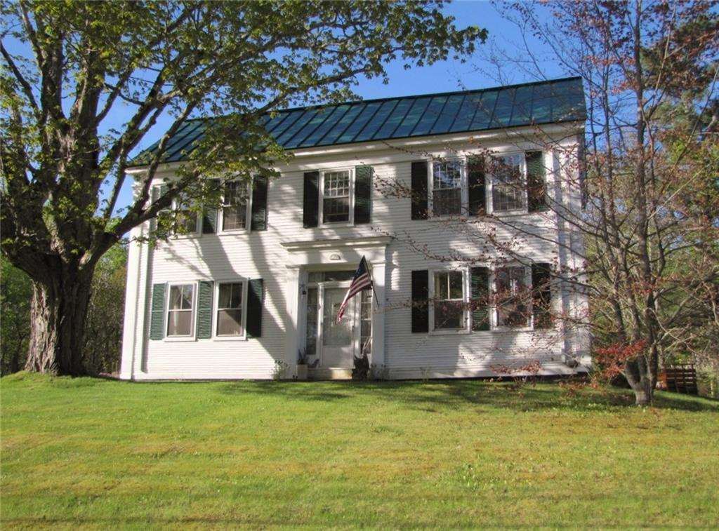 Sea Captains home 4-bedroom Colonial on 2.75 acres Northport Maine